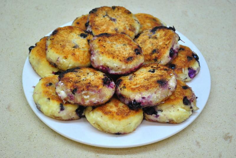 Сырники из творожной массы с изюмом: рецепт и советы по приготовлению