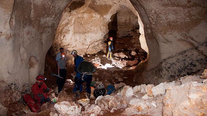 В Крыму обнаружили километровую пещеру с останками мамонтов