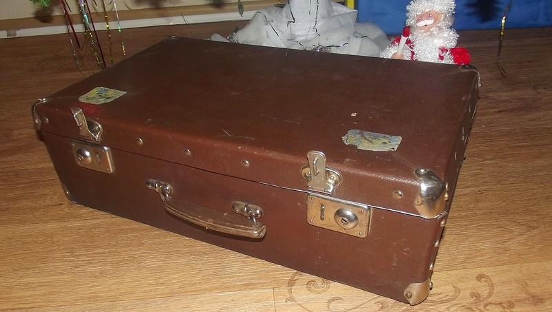 Жалко выбрасывать дедушкин чемодан? И не нужно, вот как его можно использовать. Гениально!