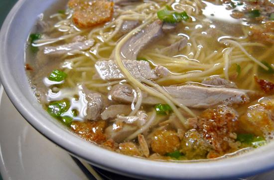 Пряный куриный суп с чесноком