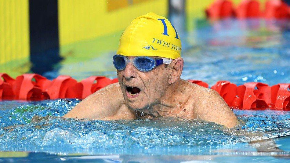 99-летний спортсмен побил мировой рекорд по плаванью