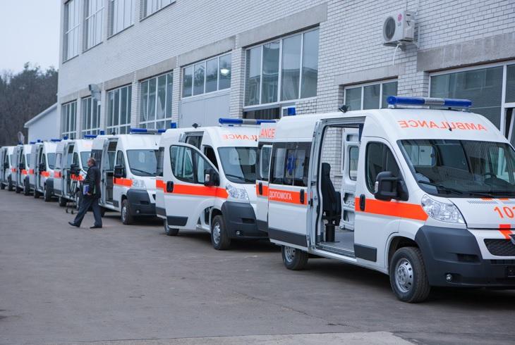Колонна «скорых»: вКиев доставили раненых карателей (ФОТО 18+)