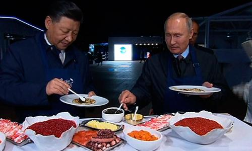 Путин научил Си Дзиньпина готовить русские блины