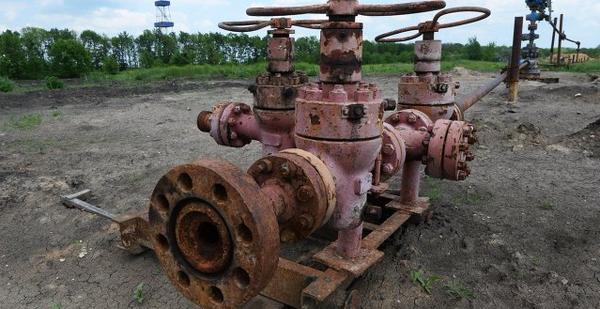 На Закарпатье начали резать на металлолом советский нефтепровод, а виноват снова Кремль