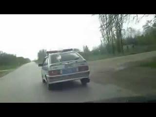 водитель остановил гаишников и потребовал составление протокола на самих себя