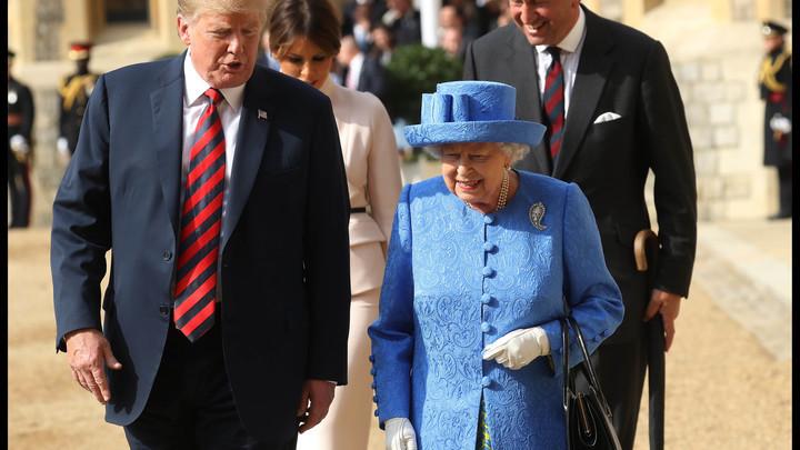 Клоунада на весь мир: Оскорбив английскую королеву, Трамп снова вляпался в скандал
