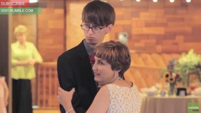 Зажигательный танец мамы и сына на свадьбе взорвал Сеть. Настоящий драйв!