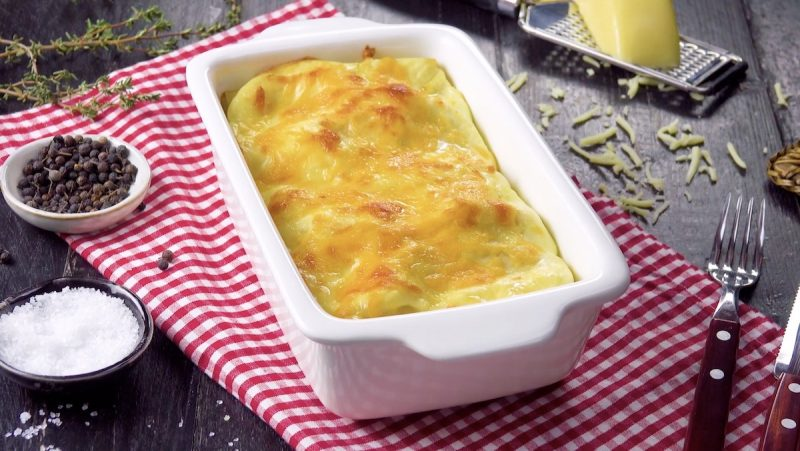 Конвертики с курицей, запеченные с сыром: простой и очень вкусный рецепт