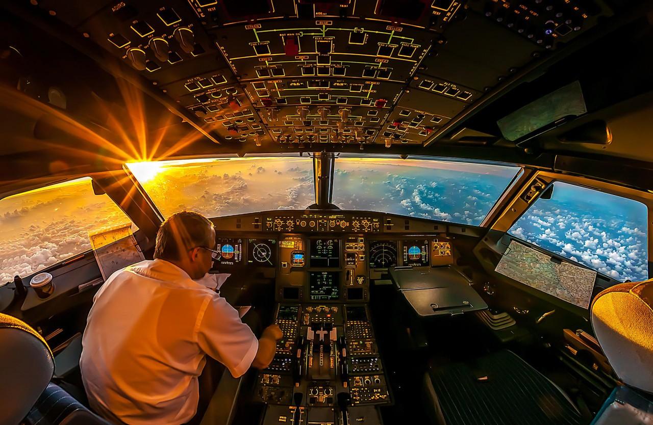 Нужен ли в кокпите второй пилот?