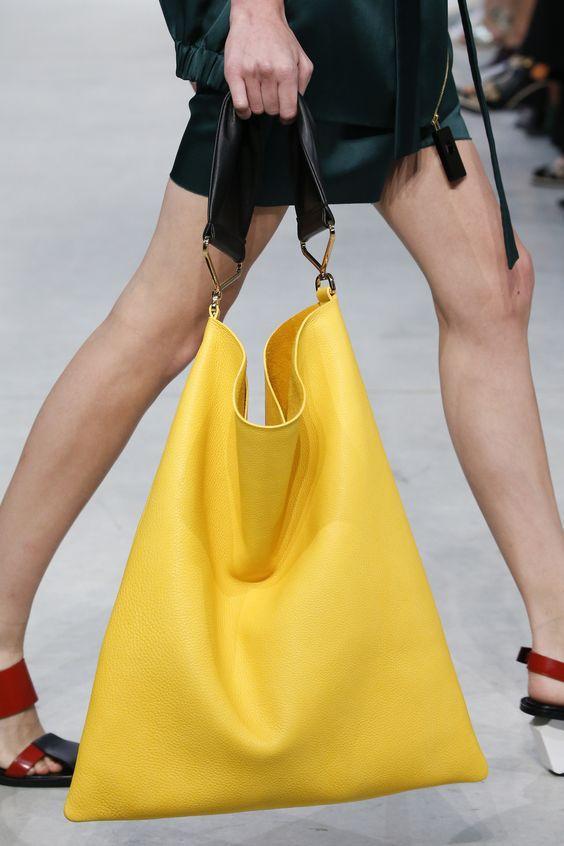 Сумки мешки: как носить тренд лета 2019