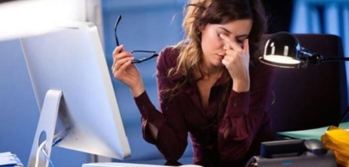 Почему женщинам вредно много работать, рассказали медики