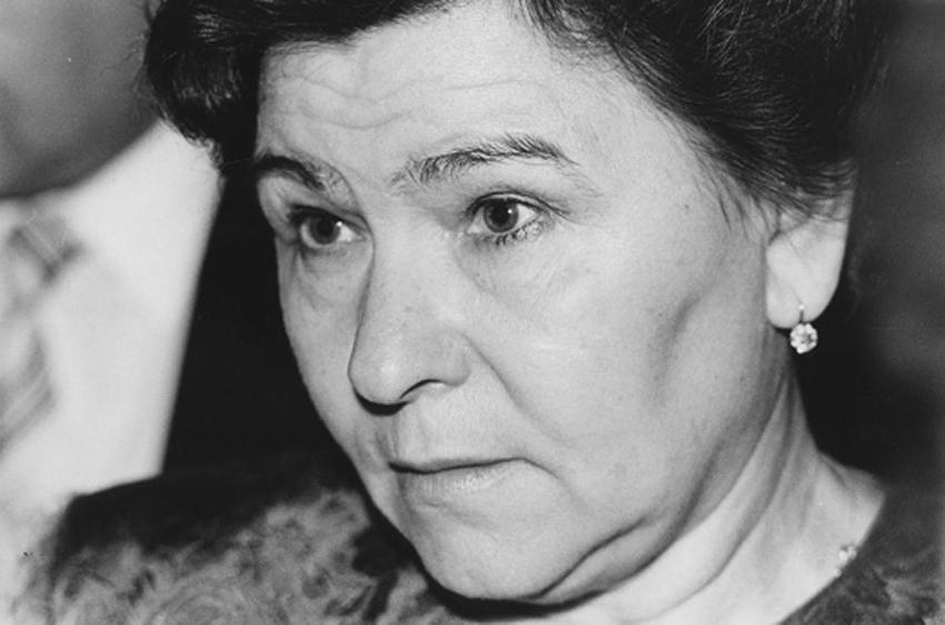 Отвергла Юрия Гагарина, стала первой леди: что мы знаем о Наине Ельциной