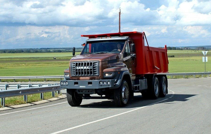 Завод «Урал» начал производство дорожных грузовиков