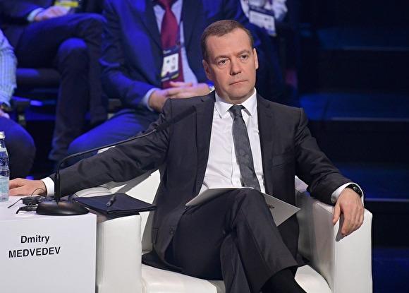 Медведев:«СССР десятилетиями жил в условиях санкций — и ничего»