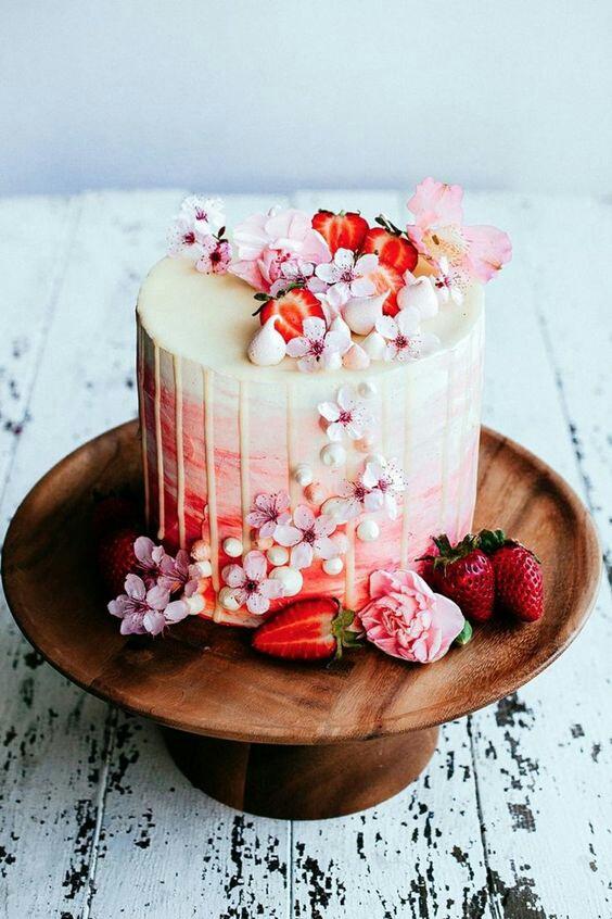 Торты с живыми цветами