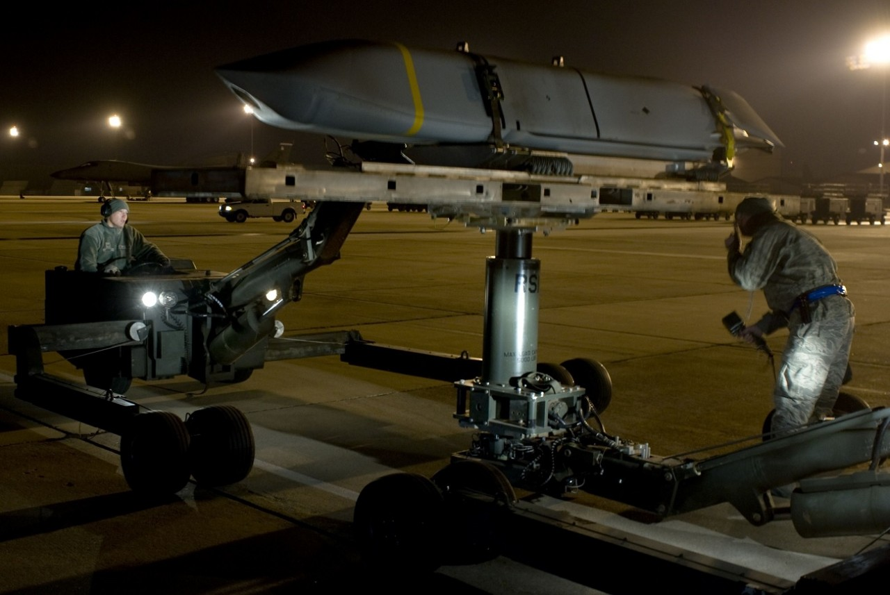 Контракт на разработку авиационной крылатой ракеты JASSM-XR большой дальности