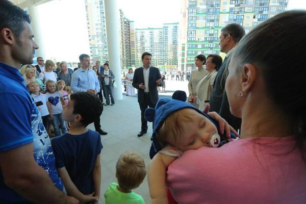 Уникальный проект по улучшению образовательной среды. Губернатор Подмосковья оценил новую школу в Путилкове