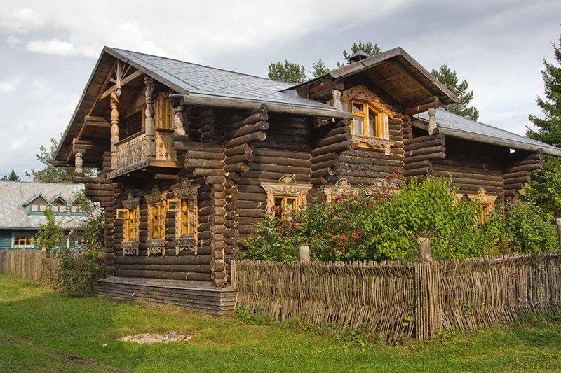 Верхние Мандроги, деревня в Ленинградской области с населением 24 человека