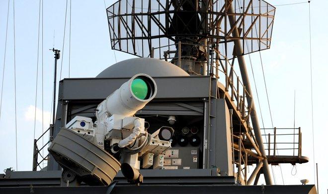 ВМС США испытывают первый в мире активный боевой лазер, поражающий цели