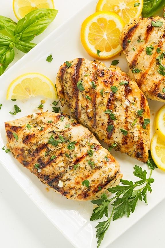Цыпленок на гриле по-гречески с лимоном