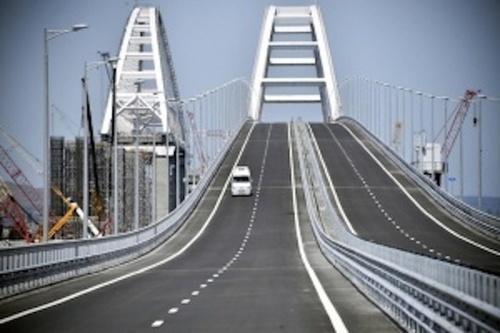 Источник: Два корабля ВМС Украины подходят к Крымскому мосту
