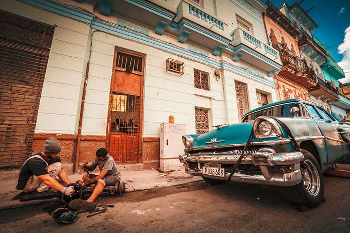 i-spent-20-days-in-cuba-documenting-the-life-of-local-people-5__880