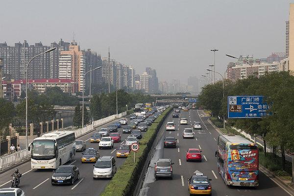В Пекине на дежурство заступил робот по поиску нарушителей ПДД