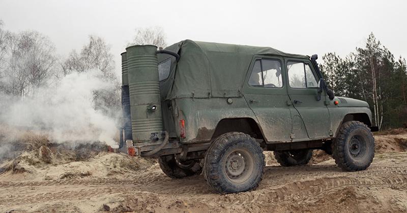 20 кг поленьев на 100 км: по Беларуси катается УАЗ, работающий на дровах