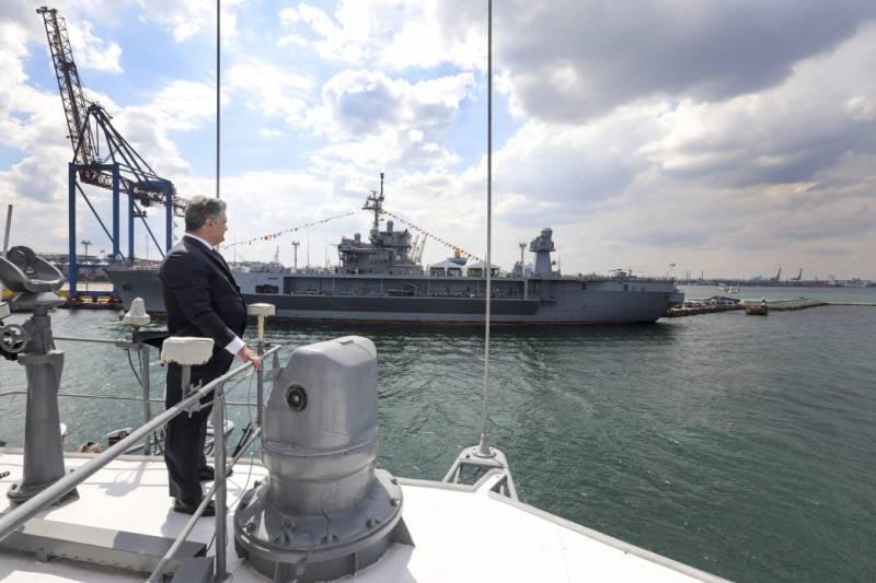 Порошенко: Россия готовится осуществить атаку Мариуполя