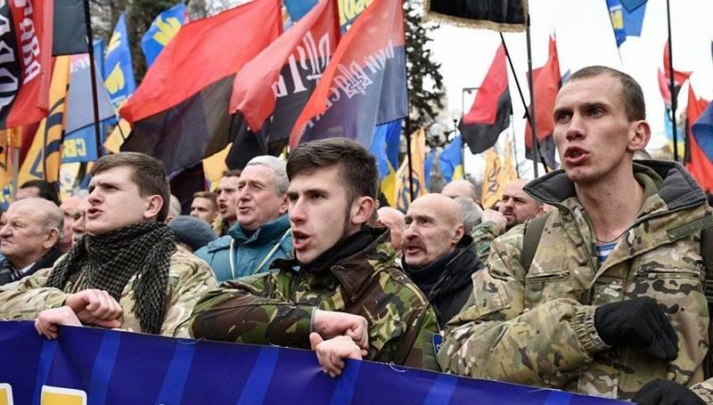 В Киеве разрешили вывешивать…