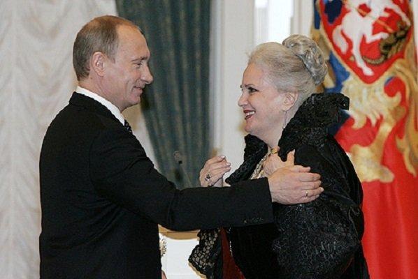 Путин наградил Элину Быстриц…
