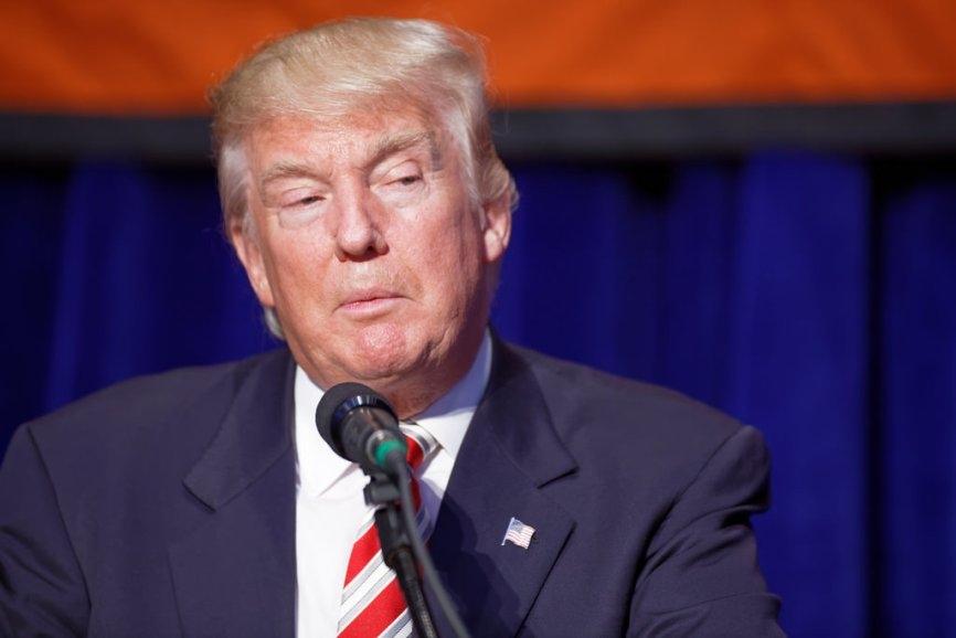 Белый дом планирует взять под контроль активность Трампа в соцсетях