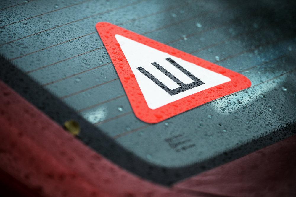 """Автомобилистам разрешили не устанавливать знак """"Шипы"""""""