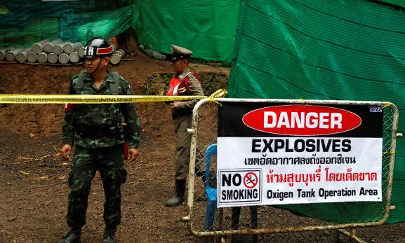 Из пещеры в Таиланде эвакуир…
