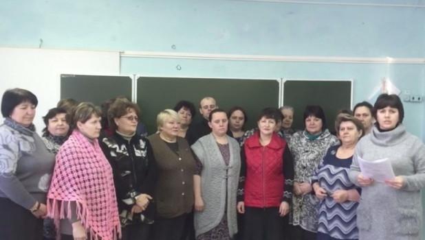 «У нас нет газа, воды, дорог, связи». Жители села в Омской области записали обращение к Путину