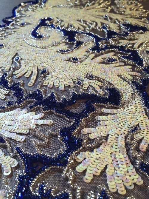 Сверкающая вышивка паетками