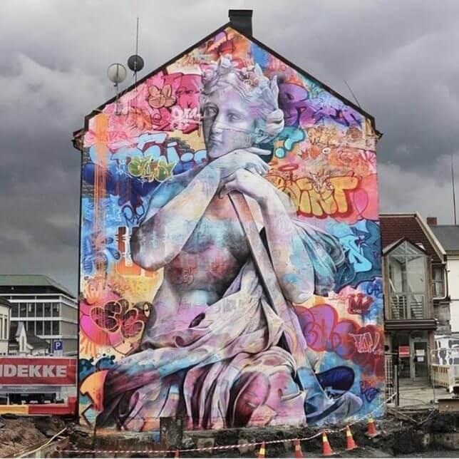 Неожиданно: испанский уличный художник PichiAvo изображает на стенах античных богов