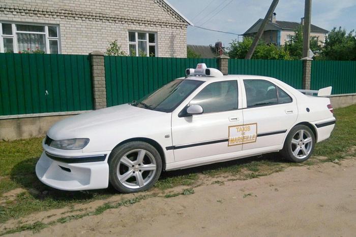 Белорус создал копию такси Peugeot 406 из фильма