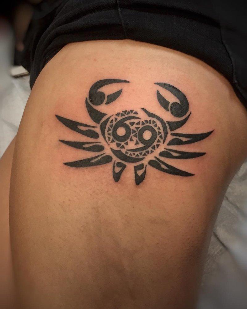 Тату знака зодиака Рак в Ñтиле трайбл