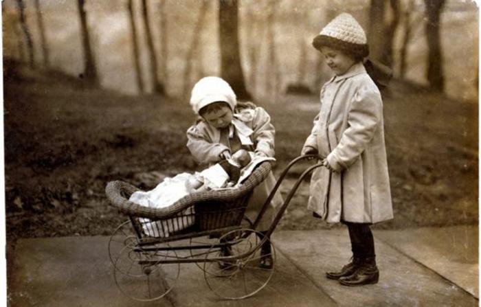 Зачем детям в XIX веке нужны были маленькие гробики и почему они играли на кладбище