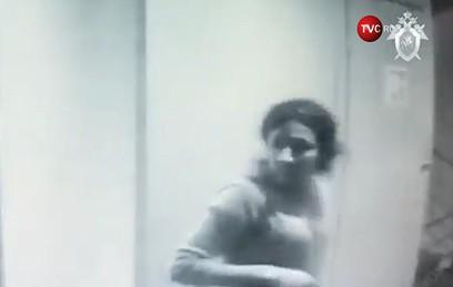 Опубликовано видео из подъезда дома, в котором сестры Хачатурян убили отца
