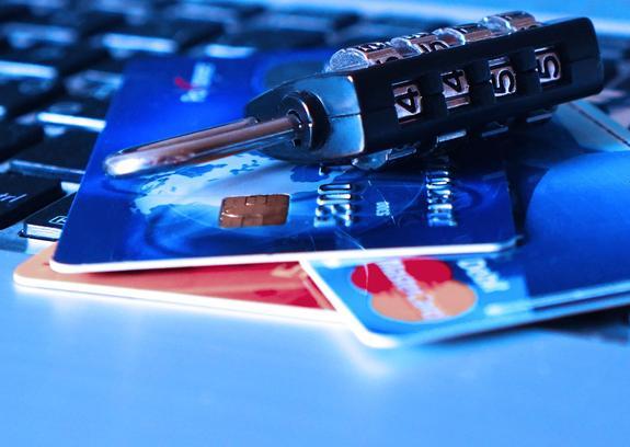 В компании Visa дали несколько советов, как защититься от кражи денег с карты