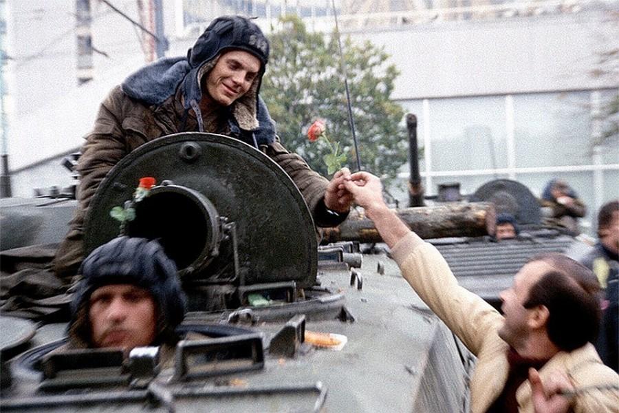Россияне не поддерживают ни одну сторону августовского путча 1991 года