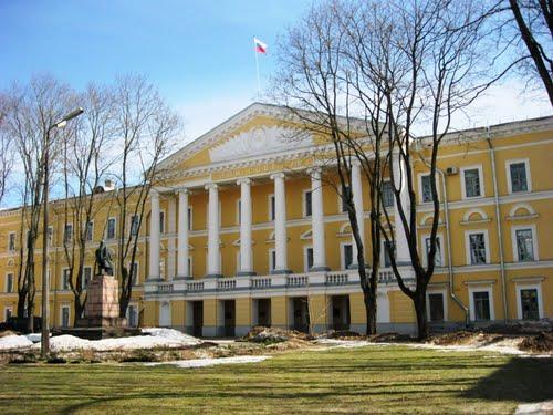 Псковских чиновников эвакуировали через два дня после «минирования» здания