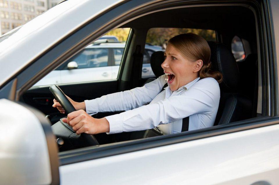 Как остановить машину, если отказали тормоза?