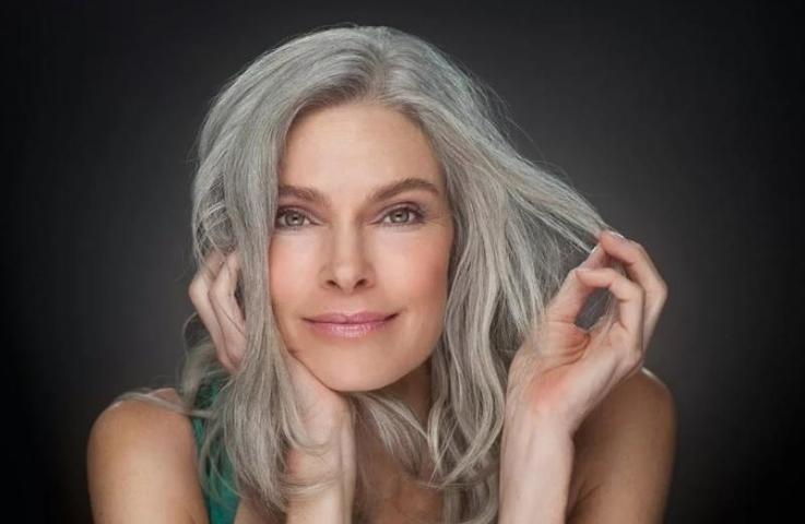 Седина и лиловые волосы: названы бьюти-тренды 2019 года