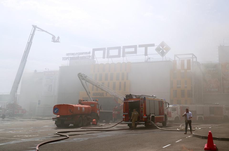 В Казани горит ТЦ, существуе…