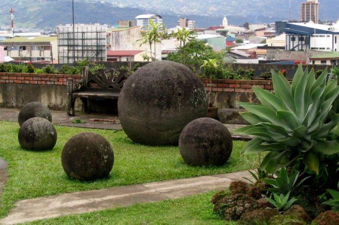 гигантские каменные шары