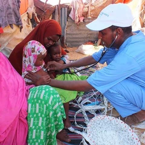 Медицинскую помощь жители получают благодаря благотворительным организациям и усилиям волонтёров Могадишо, жители Сомали, сомали