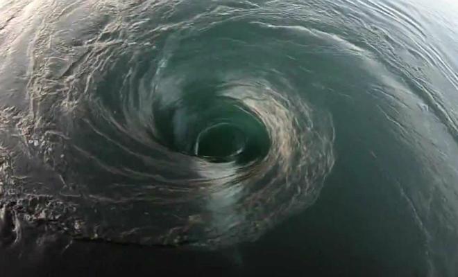 Что скрывает бездна океанских водоворотов